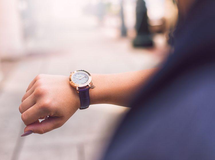 analog-watch-arm-girl-702165